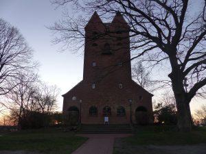 Kirche Göhren im Abendlicht